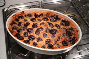 Clafoutis crémeux aux prunes et poires : Photo de l'étape 6