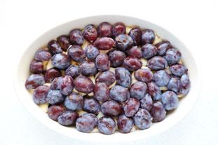 Clafoutis crémeux aux prunes et poires : Photo de l'étape 4