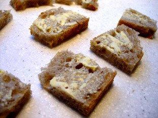 Oeufs brouillés, pain toasté et épinards frais : Photo de l'étape 2