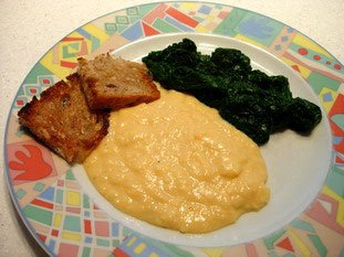 Scrambled eggs with butter-fried bread and fresh spinach : Photo of step #5
