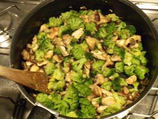 Emincé de poulet champignons-brocolis : Photo de l'étape 10