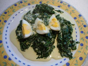 Fresh spinach with cream