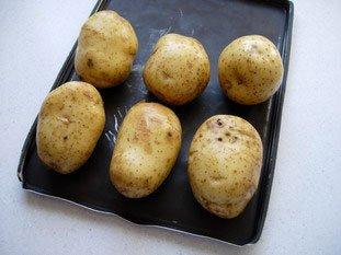 Pommes de terre au four, beurre ou crème aux herbes : Photo de l'étape 1
