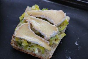 Tartines grillées aux poireaux et Camembert : Photo de l'étape 5