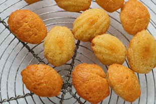 Petites madeleines salées aux 2 fromages
