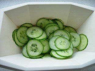 Salade mélangée concombre et saumon : Photo de l'étape 1