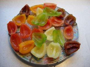 Salade concombres-tomates muticolores : Photo de l'étape 2