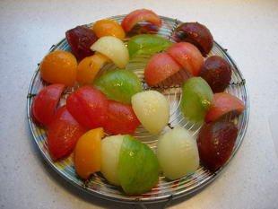 Salade concombres-tomates muticolores : Photo de l'étape 3