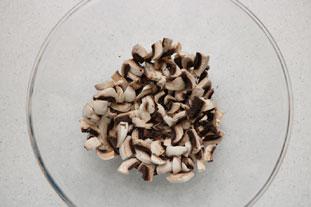 Salade de courgettes croquantes et champignons : Photo de l'étape 1