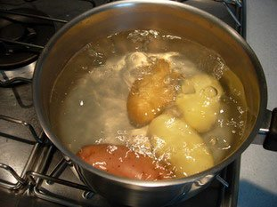 Boiling potatoes in their skins : Photo of step #4