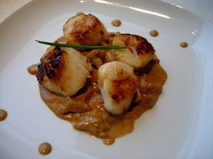 Pan-fried scallops and chanterelles with Noilly Prat sauce : Photo of step #12