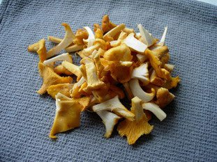 Pan-fried scallops and chanterelles with Noilly Prat sauce : Photo of step #3