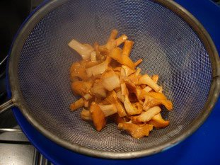 Pan-fried scallops and chanterelles with Noilly Prat sauce : Photo of step #5