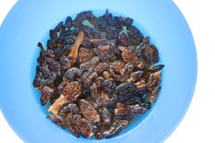 How to rehydrate dried mushrooms : Photo of step #2