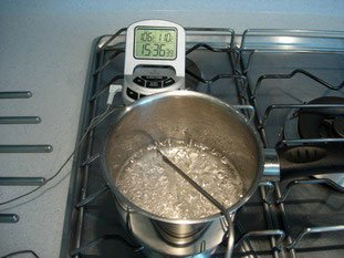 La cuisson du sucre : Photo de l'étape 2
