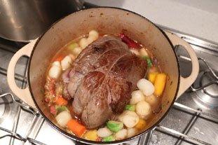 Belle pièce de viande confite et légumes fondants en cocotte lutée : Photo de l'étape 10