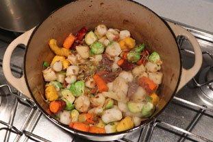 Belle pièce de viande confite et légumes fondants en cocotte lutée : Photo de l'étape 9