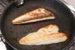 Le coté peau du poisson en premier ?