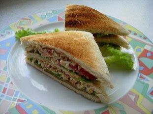 Sandwichs club au crabe et saumon fumé