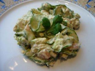 Salade mélangée concombre et saumon